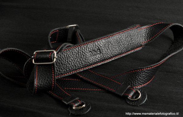Tracolla regolabile in pelle M&S larga nera e rossa