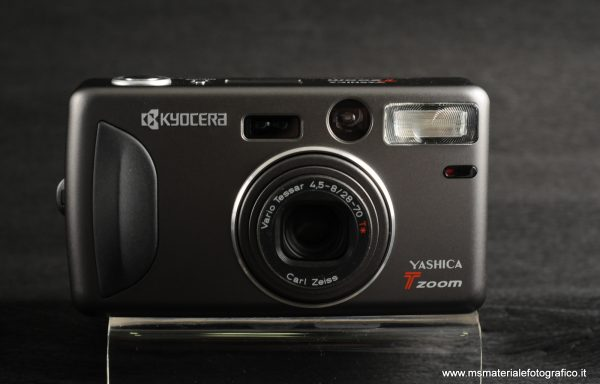 Compatta Kyocera Yashica T Zoom (tessar 28-70mm f/4,5-8)