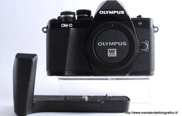 Fotocamera Olympus E-M10 II + Impugnatura omaggio