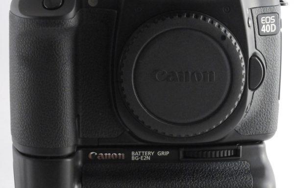 Fotocamera Canon 40D + Battery Grip Canon BG-E2N in omaggio