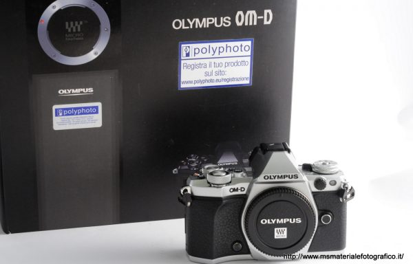 Fotocamera Olympus OM-D E-M5 Mark II (dotata di due batterie e custodia)