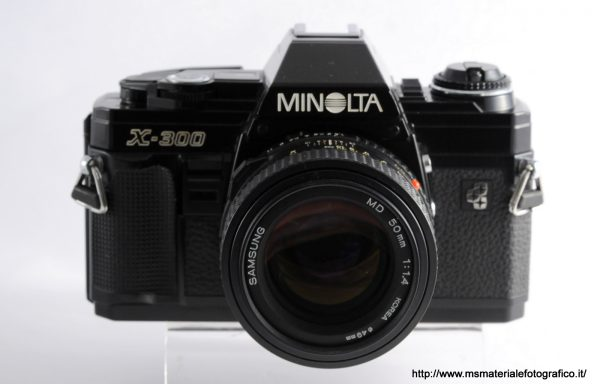 Kit Fotocamera Minolta X-300 Black + Obiettivo Samsung MD 50mm f/1,4