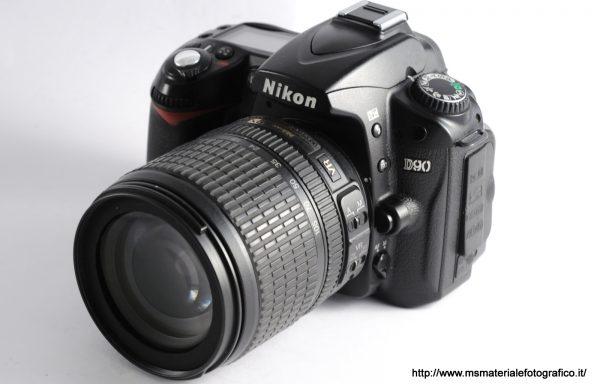 Kit Fotocamera Nikon D90 (40200 scatti) + Obiettivo Nikkor AF-S DX 18-105mm f/3,5-5,6 G ED VR