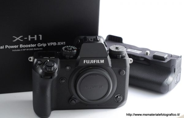 Kit Fotocamera Fujifilm X-H1 + Vertical Power Booster Grip VPB-XH1 (1 anno di garanzia residua)