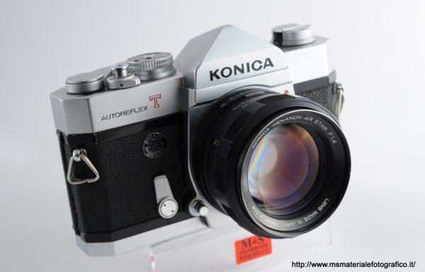 Kit Fotocamera Konica Autoreflex T + Obiettivo Konica Hexanon AR 57mm f/1,4