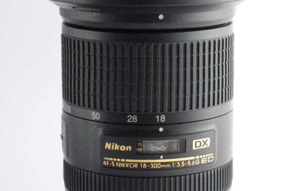 Obiettivo Nikkor AF-S 18-300mm f/3,5-5,6 G ED DX VR