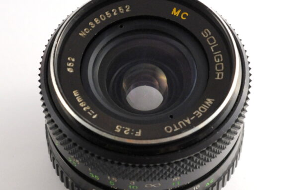 Obiettivo Soligor 28mm f/2,5 per Konica